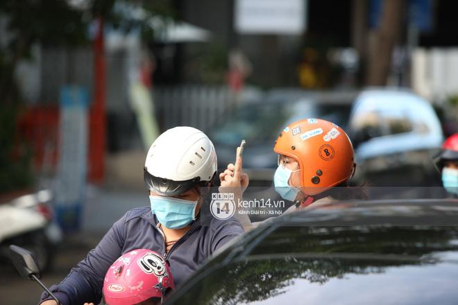 Thầy Park thò đầu qua ô cửa sổ, vẫy tay chào cảm ơn fan: Lại cute nữa rồi! - ảnh 4