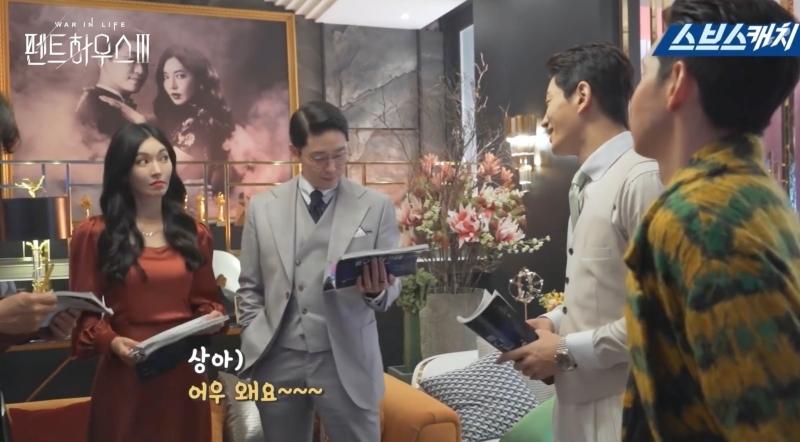 Hậu trường 'Penthouse 3′ tập 3: Han Ji Hyun 'mè nheo', Kim So Yeon bị Uhm Ki Joon 'cười vào mặt' vì tội diễn sâu - ảnh 12