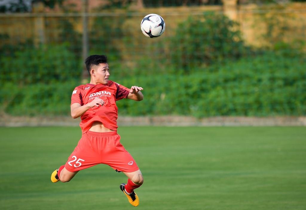 Một tuyển thủ Việt Nam phải cách ly thêm 7 ngày - ảnh 1
