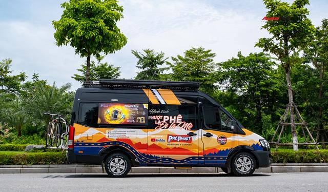 Thợ Việt độ Hyundai Solati thành nhà di động hết hơn 1,5 tỷ đồng: Có TV, bếp và công trình phụ, dùng điện mặt trời - ảnh 4