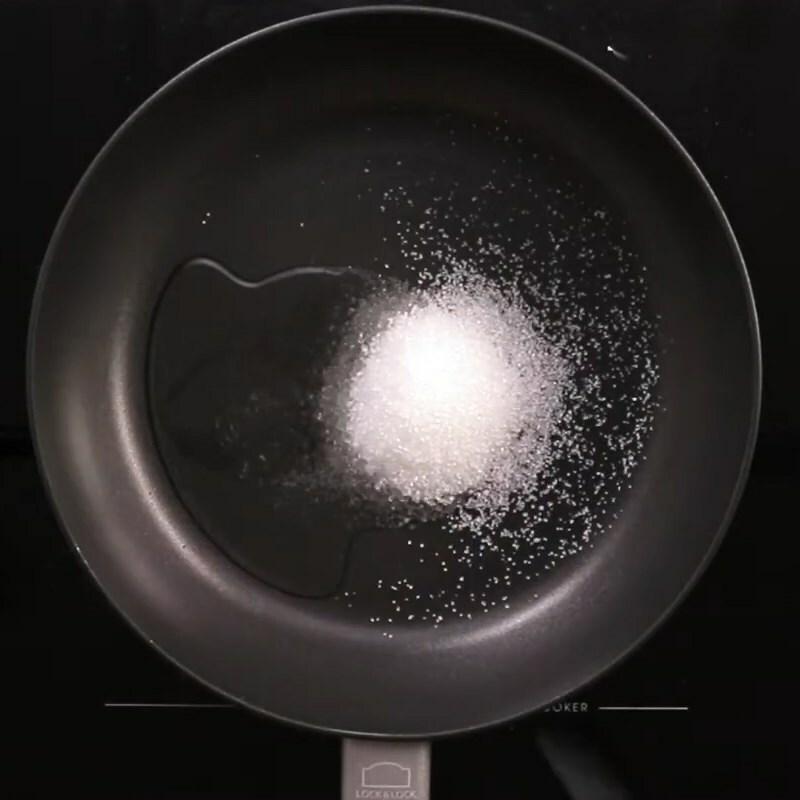 Cách làm thịt kho (om) cà pháo đậm vị ăn với cơm nóng ngày mưa cực mê - ảnh 6
