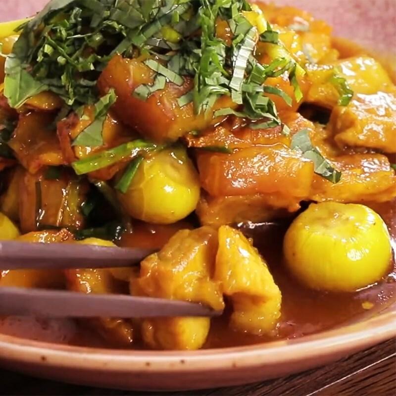 Cách làm thịt kho (om) cà pháo đậm vị ăn với cơm nóng ngày mưa cực mê - ảnh 13