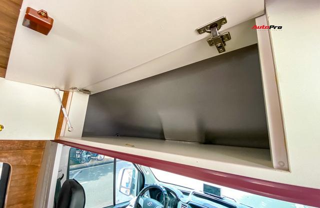 Thợ Việt độ Hyundai Solati thành nhà di động hết hơn 1,5 tỷ đồng: Có TV, bếp và công trình phụ, dùng điện mặt trời - ảnh 12