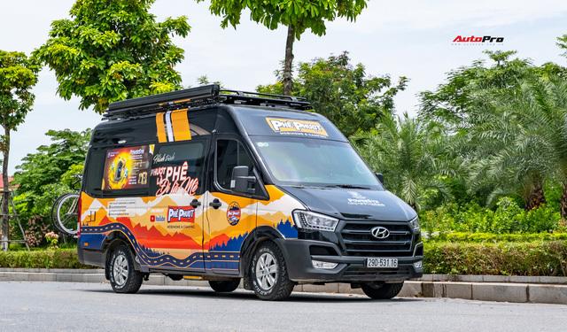 Thợ Việt độ Hyundai Solati thành nhà di động hết hơn 1,5 tỷ đồng: Có TV, bếp và công trình phụ, dùng điện mặt trời - ảnh 3