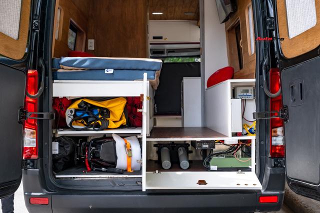 Thợ Việt độ Hyundai Solati thành nhà di động hết hơn 1,5 tỷ đồng: Có TV, bếp và công trình phụ, dùng điện mặt trời - ảnh 18