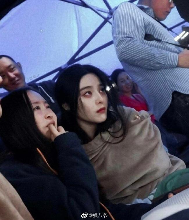 Triệu Lệ Dĩnh, Phạm Băng Băng cùng dàn mỹ nhân Hoa ngữ khi đứng giữa đám đông, ai nổi bật nhất? - ảnh 6