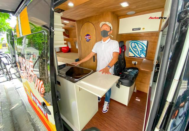 Thợ Việt độ Hyundai Solati thành nhà di động hết hơn 1,5 tỷ đồng: Có TV, bếp và công trình phụ, dùng điện mặt trời - ảnh 11