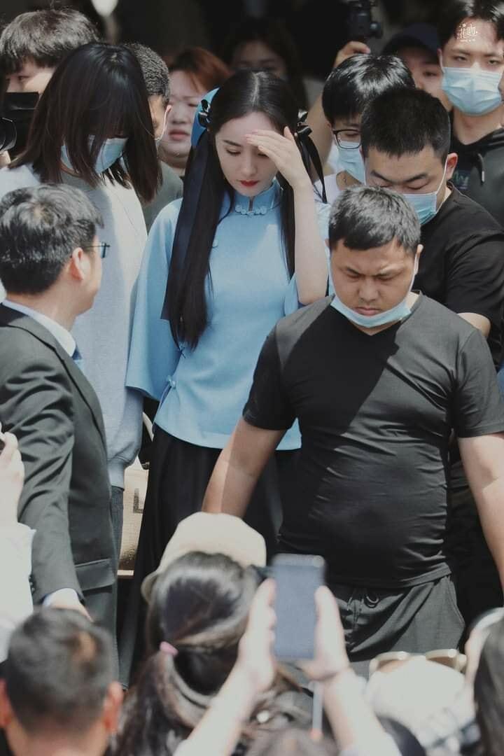 Triệu Lệ Dĩnh, Phạm Băng Băng cùng dàn mỹ nhân Hoa ngữ khi đứng giữa đám đông, ai nổi bật nhất? - ảnh 11