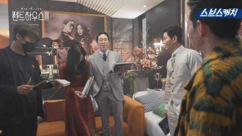 Hậu trường 'Penthouse 3′ tập 3: Han Ji Hyun 'mè nheo', Kim So Yeon bị Uhm Ki Joon 'cười vào mặt' vì tội diễn sâu - ảnh 13