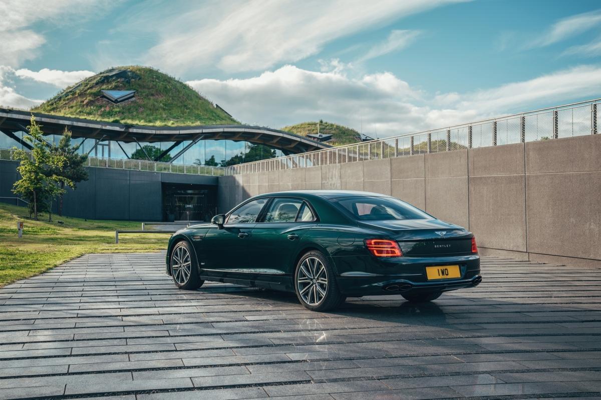 Bentley ra mắt Flying Spur Hybrid siêu tiết kiệm nhiên liệu - ảnh 2