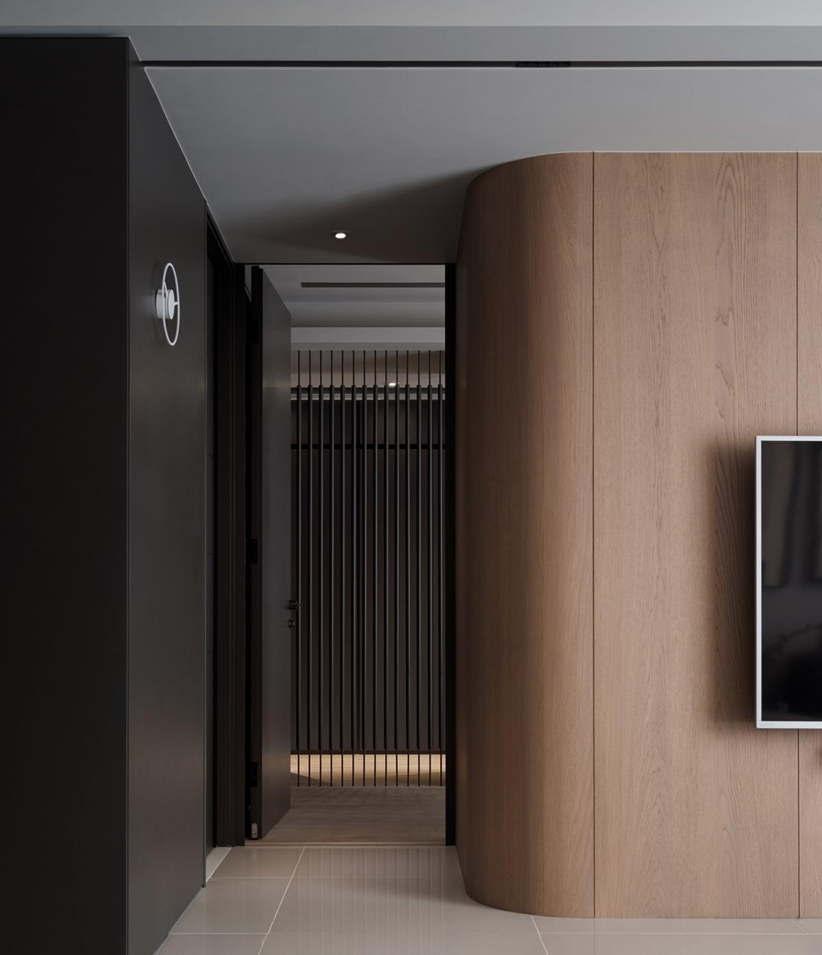 Căn hộ nhỏ tạo sự thư giãn về mặt thị giác bằng những gam màu tối đầy ấn tượng - ảnh 6