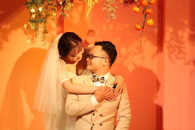 Cặp đôi tổ chức lễ cưới ở phòng trọ, họ hàng hai bên chúc mừng qua màn hình máy tính - ảnh 3