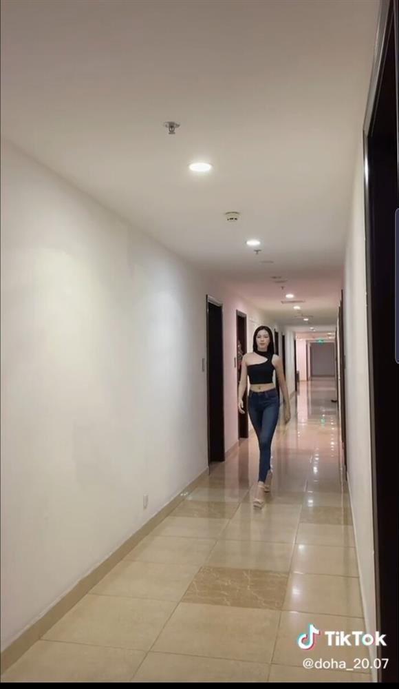 Hoa hậu Đỗ Thị Hà nhờ chấm điểm, dân mạng chê lên chê xuống - ảnh 2