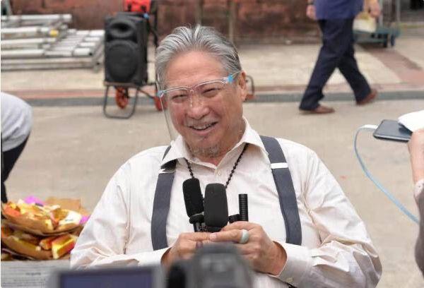 Ngôi sao võ thuật Hồng Kim Bảo ngồi xe lăn đi chợ - ảnh 3