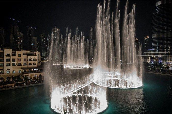 Những đài phun nước lộng lẫy, hoành tráng trên thế giới - ảnh 4