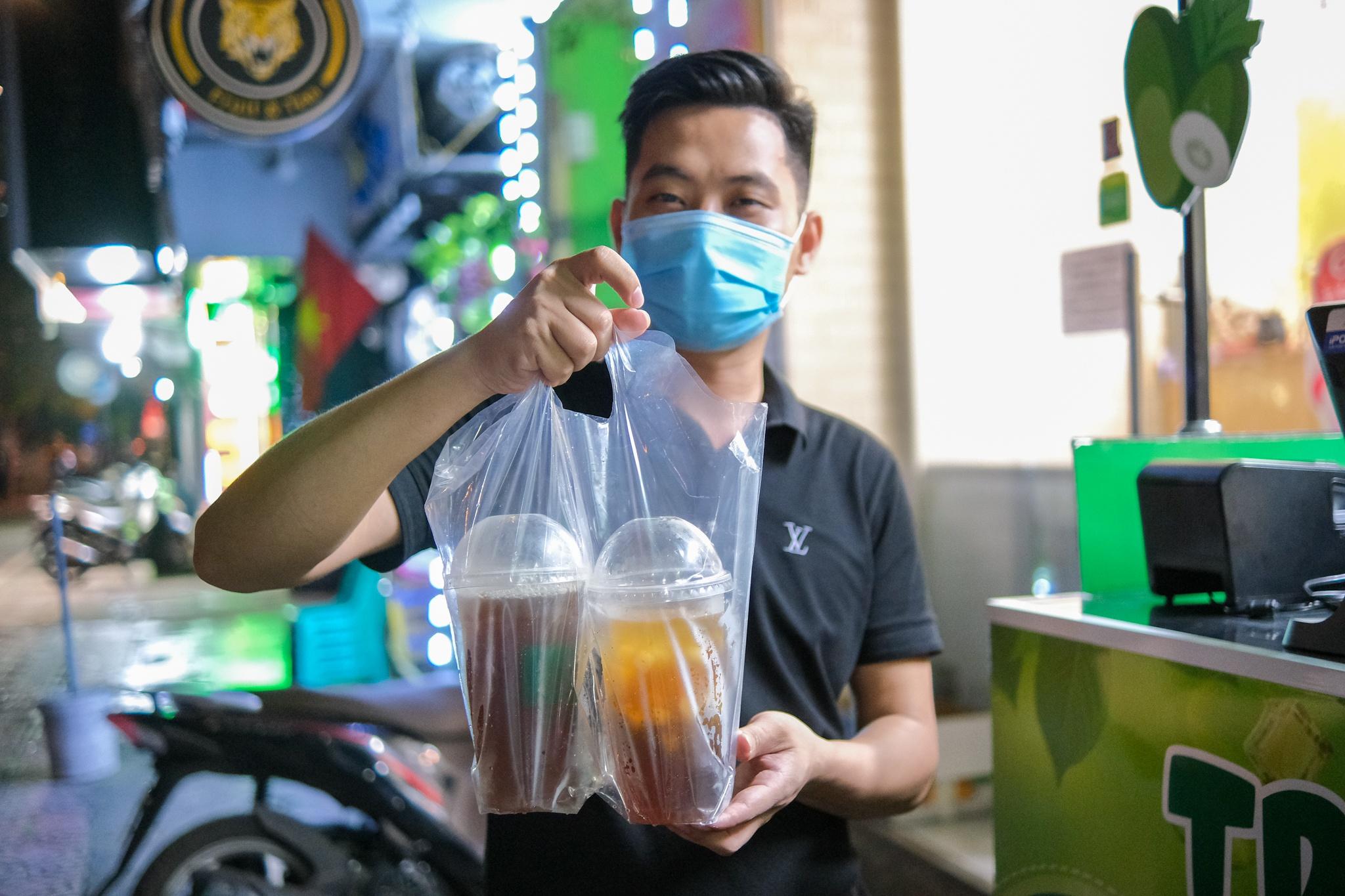 Bán mang về 1.000 cốc trà bí đao mỗi ngày ở Hà Nội - ảnh 10