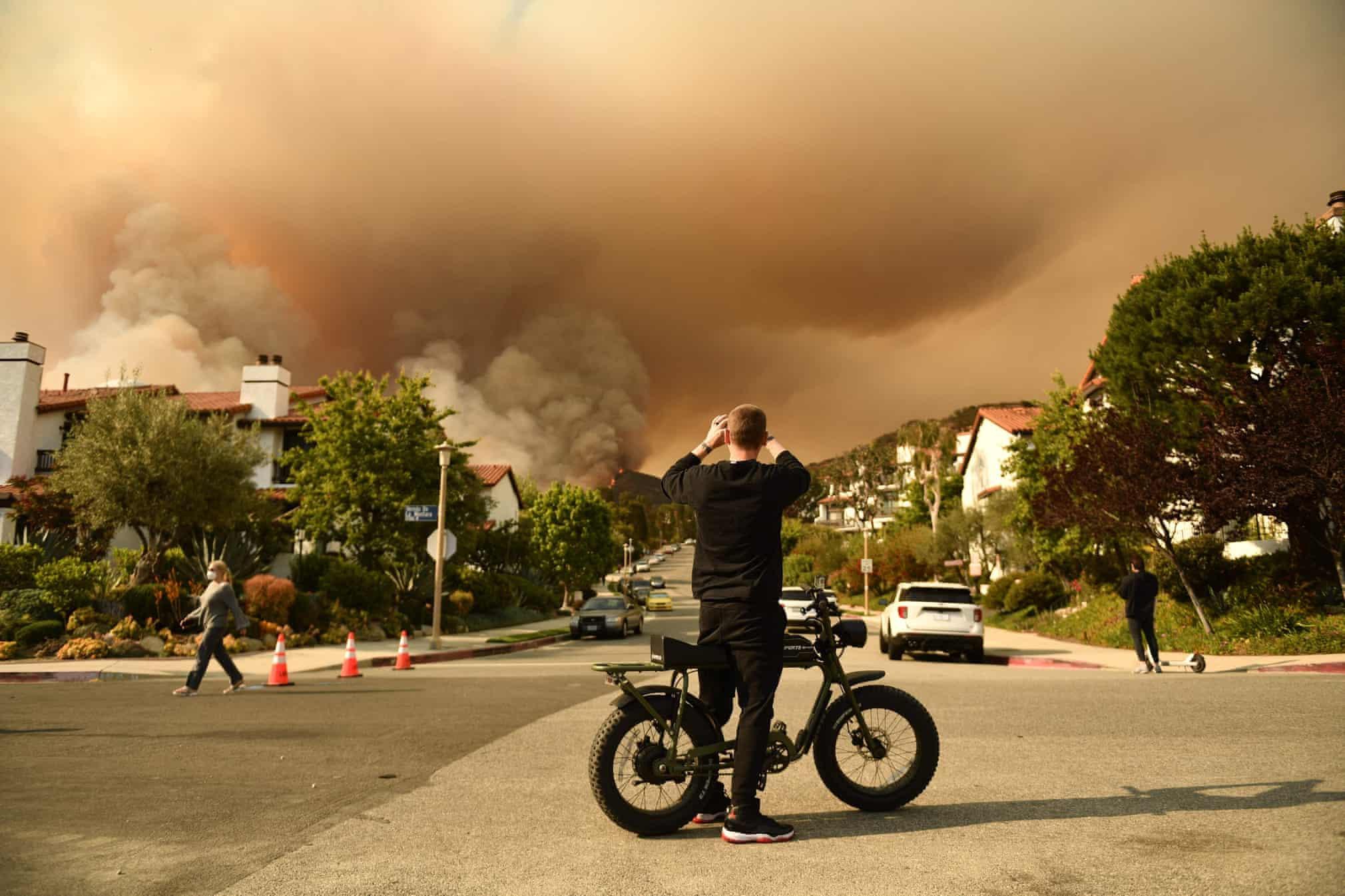 Lũ lụt, cháy rừng và loạt ảnh khủng hoảng khí hậu toàn cầu - ảnh 4