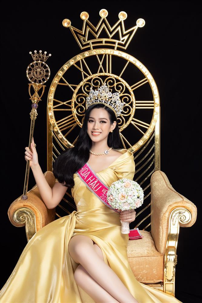 Hoa hậu Đỗ Thị Hà nhờ chấm điểm, dân mạng chê lên chê xuống - ảnh 5