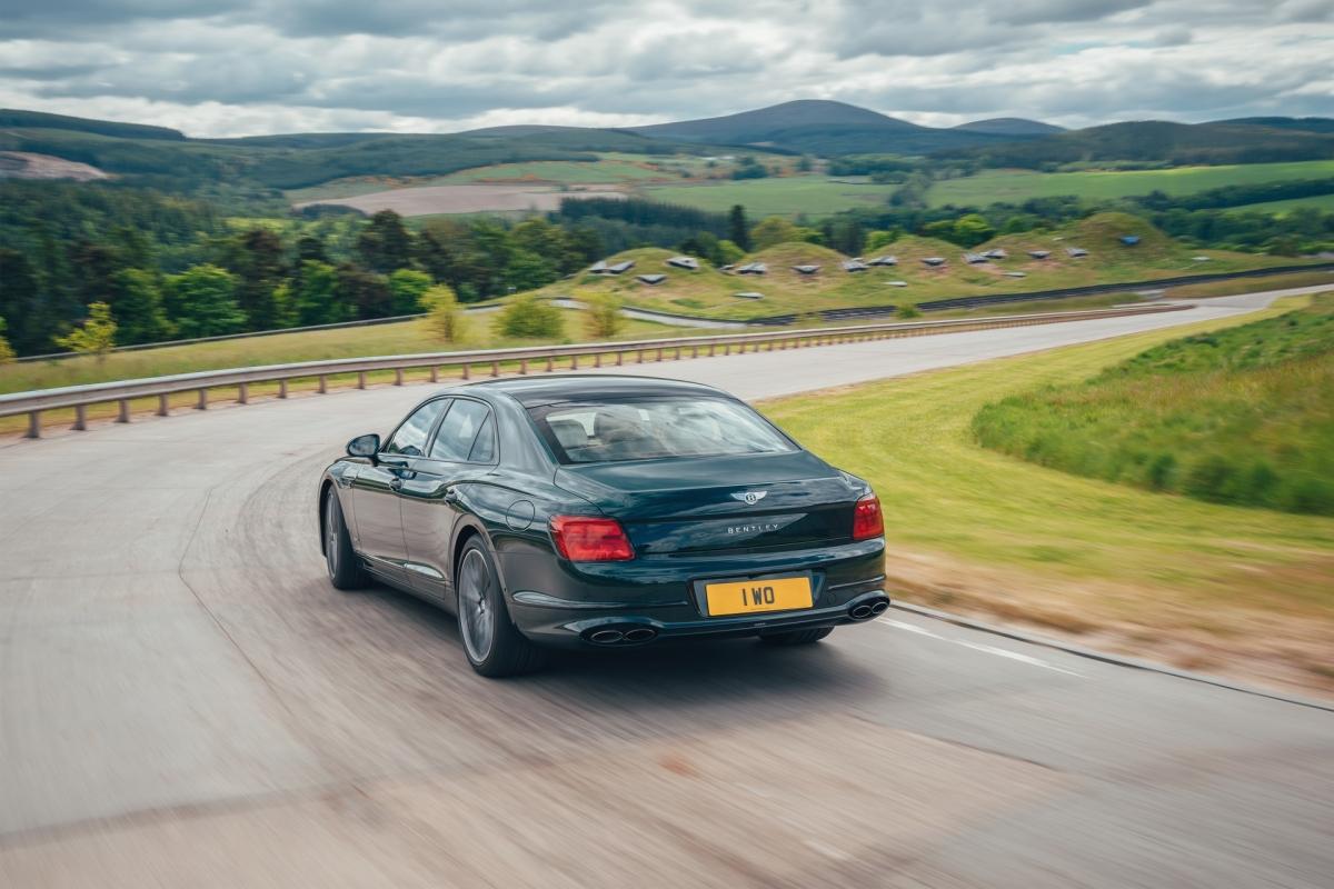 Bentley ra mắt Flying Spur Hybrid siêu tiết kiệm nhiên liệu - ảnh 4