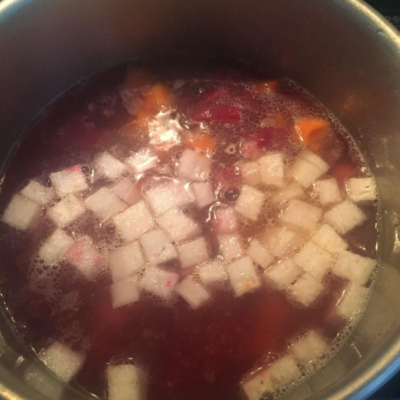 Cách nấu canh củ dền nấu tôm tươi ngon ngọt hấp dẫn đơn giản tại nhà - ảnh 8