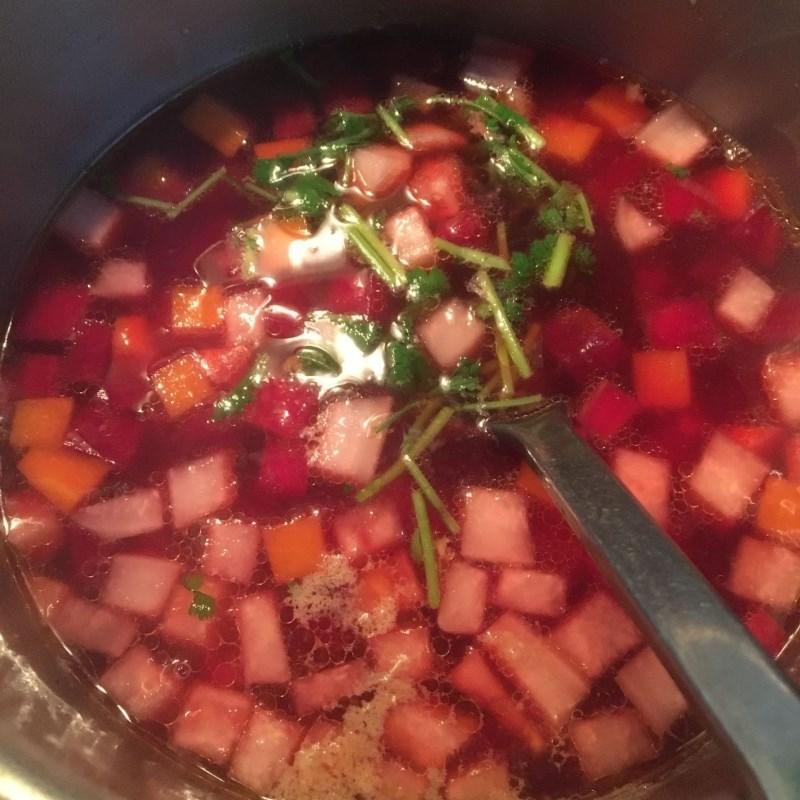 Cách nấu canh củ dền nấu tôm tươi ngon ngọt hấp dẫn đơn giản tại nhà - ảnh 9