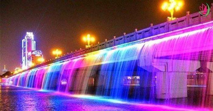 Những đài phun nước lộng lẫy, hoành tráng trên thế giới - ảnh 15