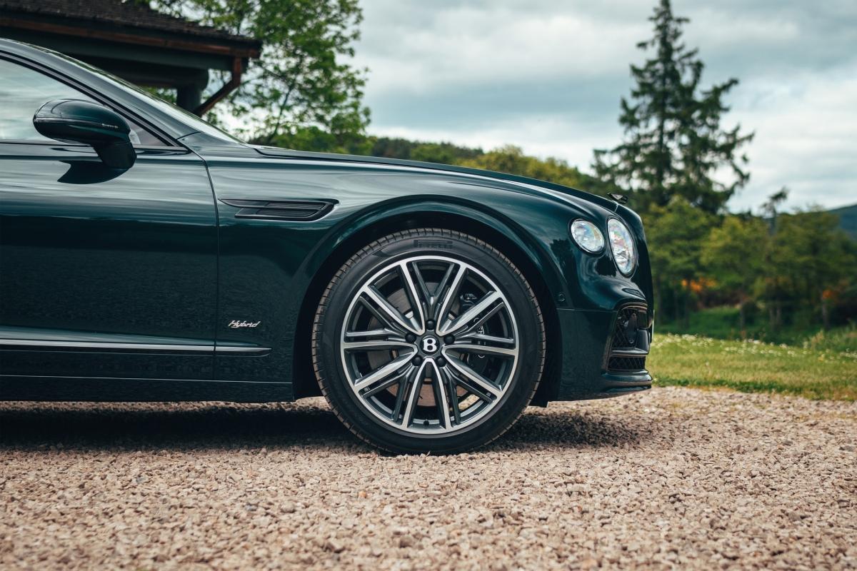Bentley ra mắt Flying Spur Hybrid siêu tiết kiệm nhiên liệu - ảnh 7