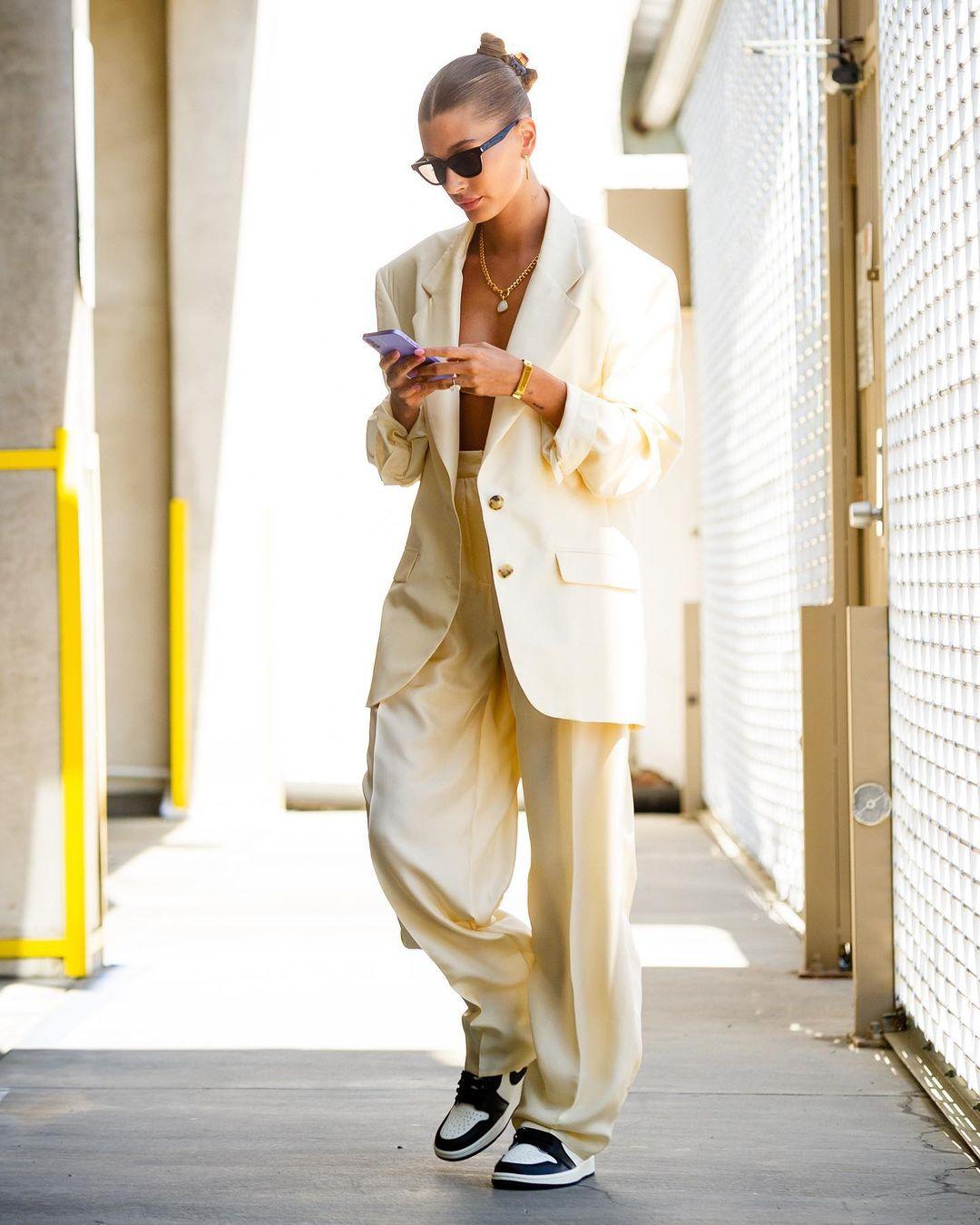 Bella Hadid, Rihanna chuộng mặc gì vào mùa hè? - ảnh 8