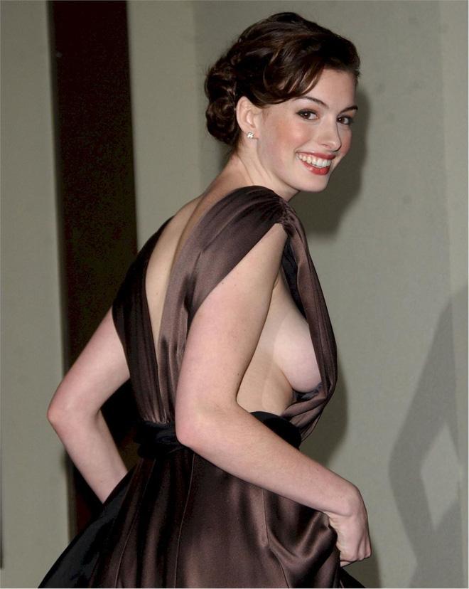 Anne Hathaway thời trẻ: Chăm hở bạo khoe ngực nhưng không phô phang, còn khiến người ta mê mẩn đến tận bây giờ - ảnh 7
