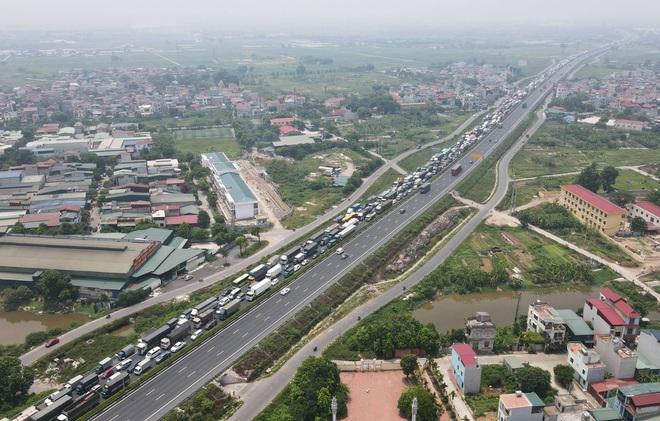 Kiểm soát người vào thủ đô, cao tốc Pháp Vân - Cầu Giẽ ùn tắc hàng cây số - ảnh 2