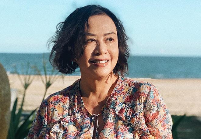 Nghệ sĩ Việt đi bán kem, làm nail ở hải ngoại: