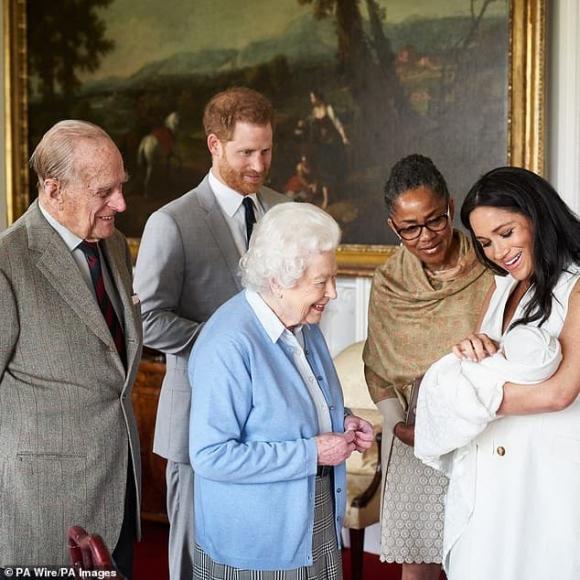 Nhà Meghan Markle muốn về hoàng gia làm lễ rửa tội cho con gái nhưng đưa ra 1 điều kiện gây phẫn nộ - ảnh 2
