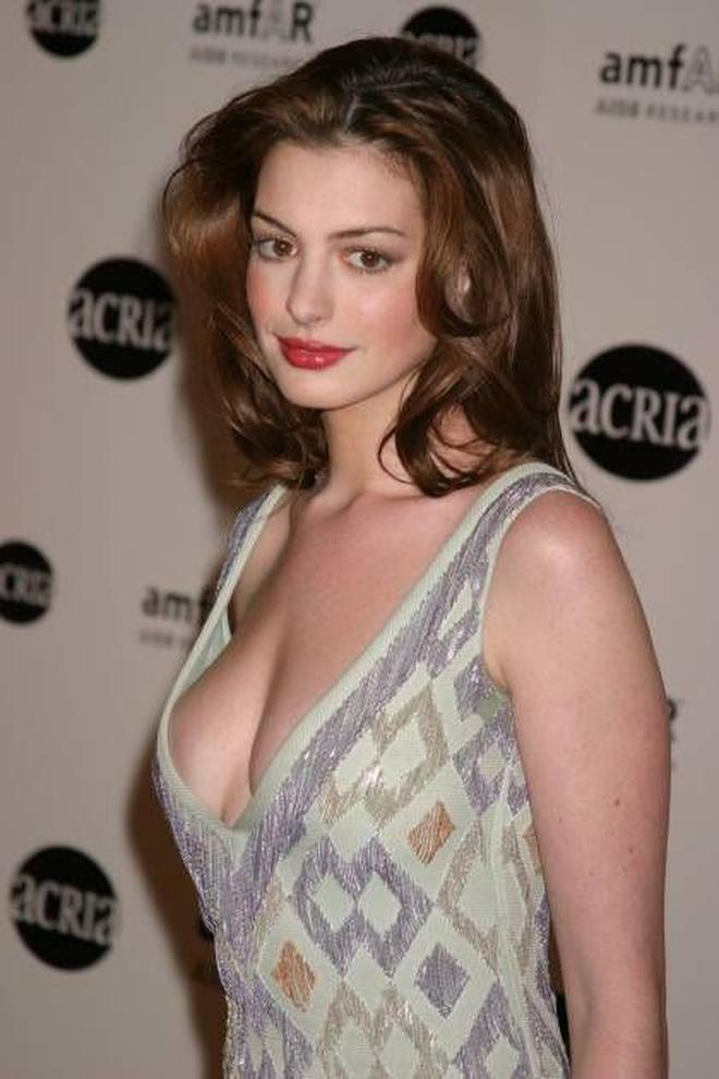 Anne Hathaway thời trẻ: Chăm hở bạo khoe ngực nhưng không phô phang, còn khiến người ta mê mẩn đến tận bây giờ - ảnh 4