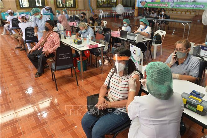 Biểu tình lớn tại Bangkok giữa đại dịch Covid-19 - ảnh 6