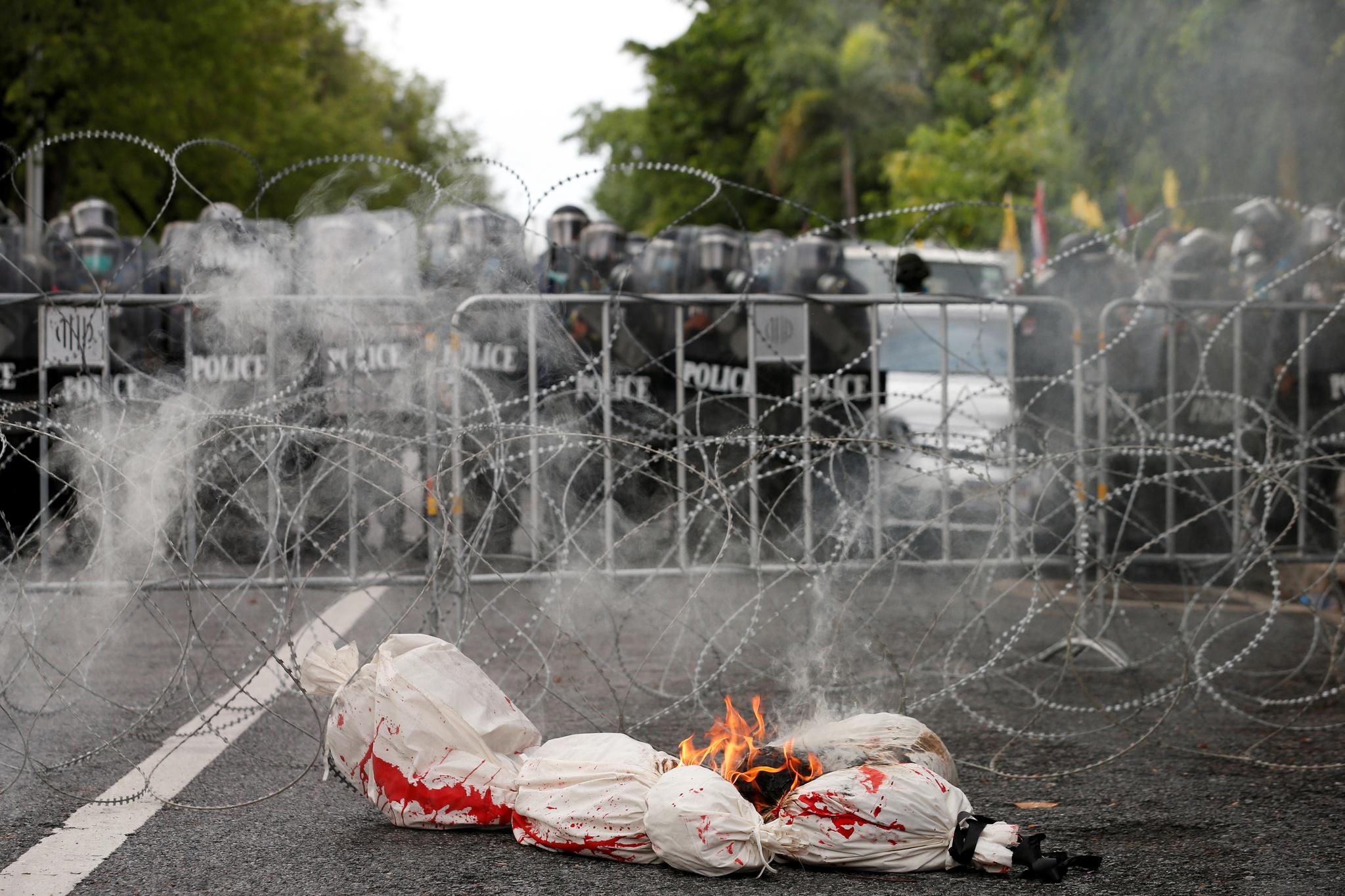 Biểu tình lớn tại Bangkok giữa đại dịch Covid-19 - ảnh 2