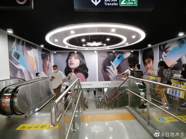 Choáng ngợp với hình ảnh của riêng Lisa (BLACKPINK) phủ sóng khắp mọi nơi tại Trung Quốc - ảnh 12