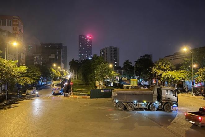Xuyên đêm xén dải phân cách, mở rộng tuyến đường
