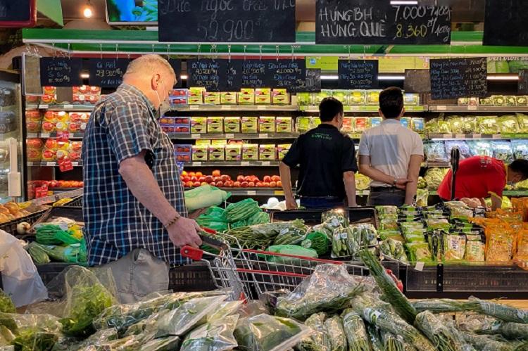 Hà Nội: Thực phẩm đầy ắp kệ hàng, siêu thị cam kết bình ổn giá phục vụ nhân dân chống dịch - ảnh 2