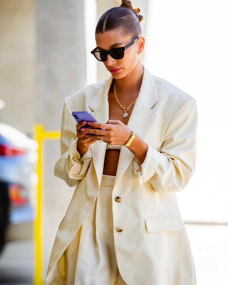 Bella Hadid, Rihanna chuộng mặc gì vào mùa hè? - ảnh 7