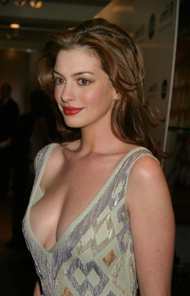 Anne Hathaway thời trẻ: Chăm hở bạo khoe ngực nhưng không phô phang, còn khiến người ta mê mẩn đến tận bây giờ - ảnh 3