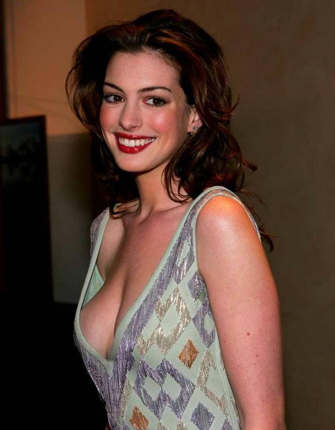 Anne Hathaway thời trẻ: Chăm hở bạo khoe ngực nhưng không phô phang, còn khiến người ta mê mẩn đến tận bây giờ - ảnh 6