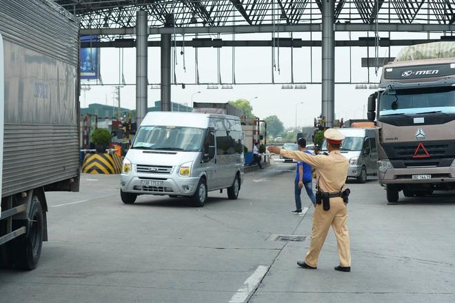 Kiểm soát người vào thủ đô, cao tốc Pháp Vân - Cầu Giẽ ùn tắc hàng cây số - ảnh 1