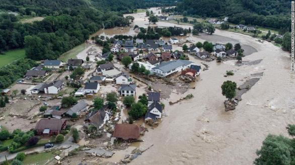 Chùm ảnh mưa lũ lớn trăm năm có một ở châu Âu khiến ít nhất 110 người chết - ảnh 5