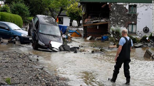 Chùm ảnh mưa lũ lớn trăm năm có một ở châu Âu khiến ít nhất 110 người chết - ảnh 4