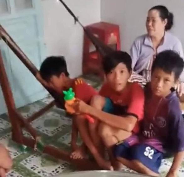 Nhớ cha mẹ, 3 học sinh lớp 6 đạp xe 5 ngày đêm hơn 400km từ Cà Mau lên TP.HCM - ảnh 2
