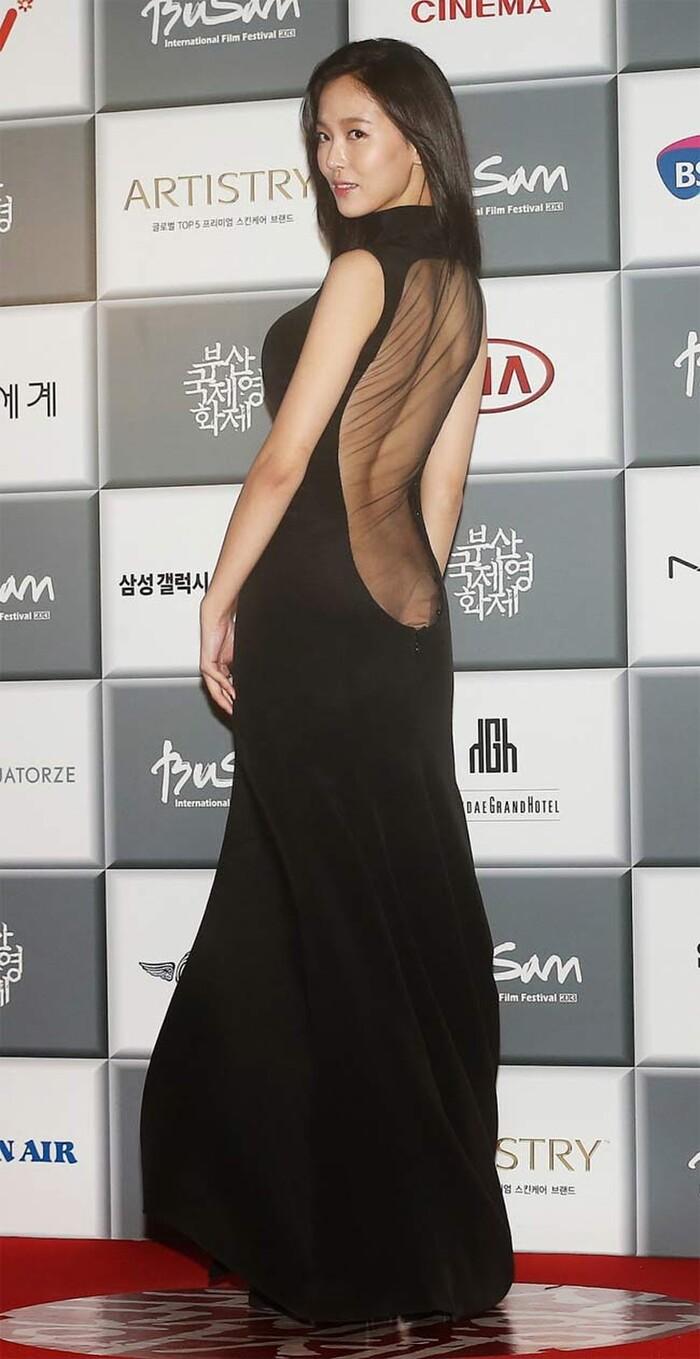 Những lần mặc như không mặc của sao Hàn khiến fan ngượng chín mặt - ảnh 8