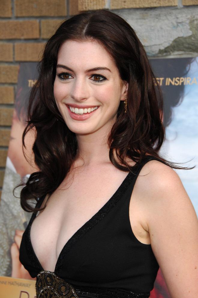 Anne Hathaway thời trẻ: Chăm hở bạo khoe ngực nhưng không phô phang, còn khiến người ta mê mẩn đến tận bây giờ - ảnh 14