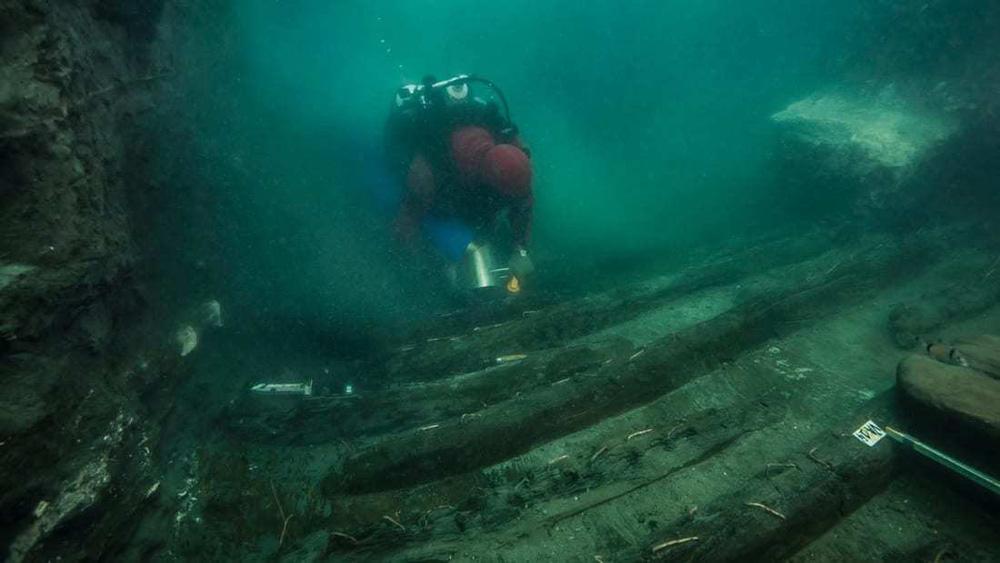 Phát hiện con tàu bên cạnh ngôi đền bí ẩn dưới thành phố chìm ở Ai Cập - ảnh 1