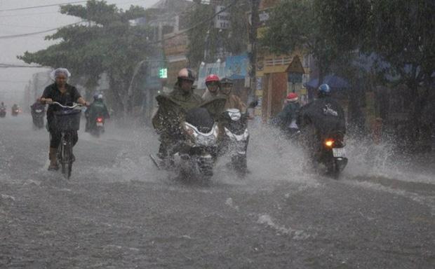 Áp thấp nhiệt đới áp sát Quảng Ninh, Hà Nội có mưa to, đề phòng lốc, sét và gió giật mạnh - ảnh 2