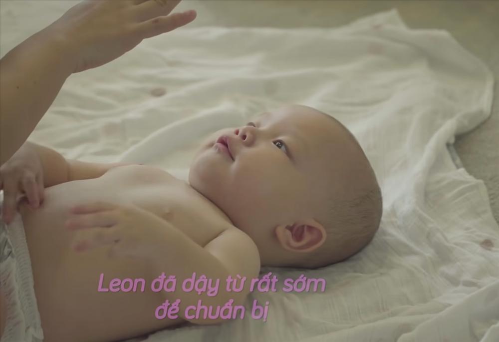 Con trai Hồ Ngọc Hà liên tục 'trở mặt' dù đóng có 2s quảng cáo - ảnh 3